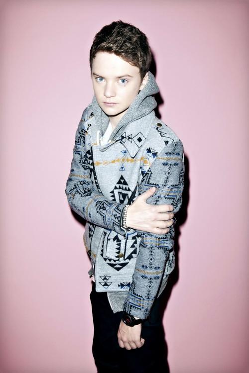 2012全英最「幼齒」冠軍新人!19歲的小康納Conor Maynard,願「獻」給梅根福克斯Megan Fox