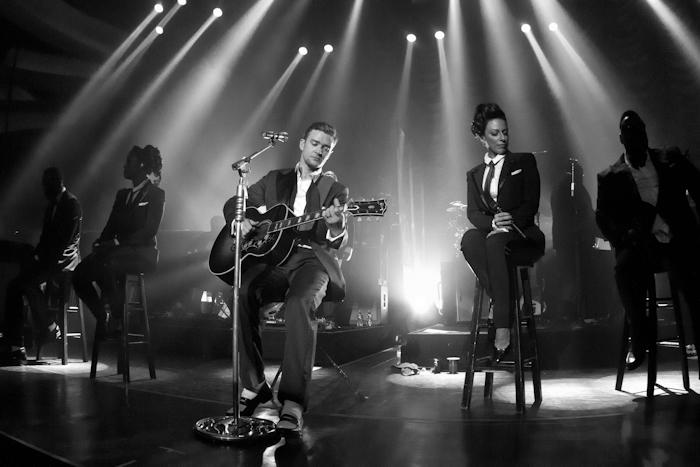 賈斯汀全新專輯《傲視天下》全球iTunes今起搶聽,3/19全球同步發行 〈Mirrors〉英國金榜兩周冠軍,〈Suit & Tie〉全美持續發燒