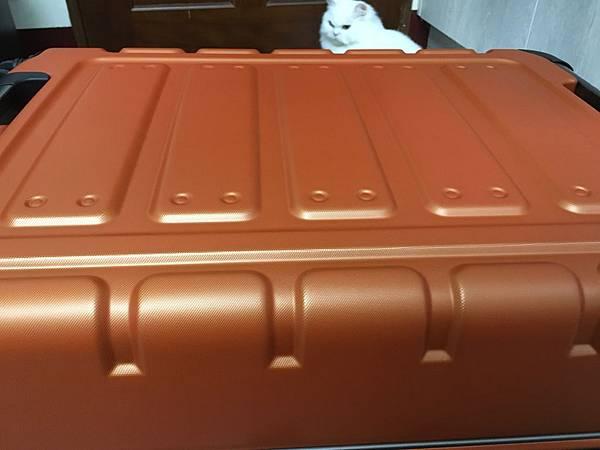 Crown 皇冠悍馬鋁框行李箱27吋-13.JPG