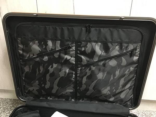 Crown 皇冠悍馬鋁框行李箱27吋-16.JPG