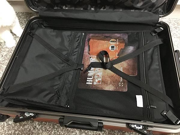 Crown 皇冠悍馬鋁框行李箱27吋-19.JPG