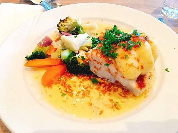 icelandair hotels冰島 午餐魚排-1.JPG