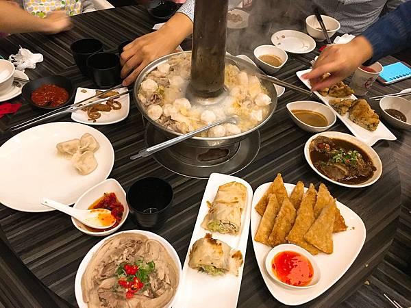 劉家酸菜白肉鍋-1.JPG