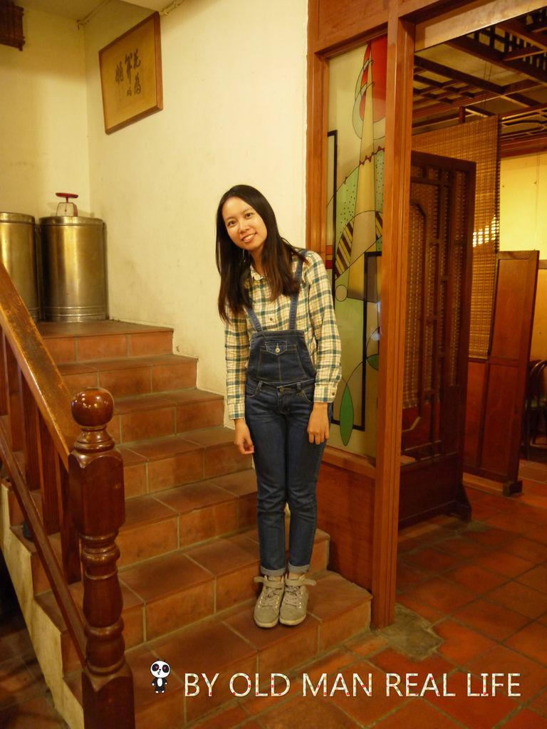 我在樓梯上.jpg