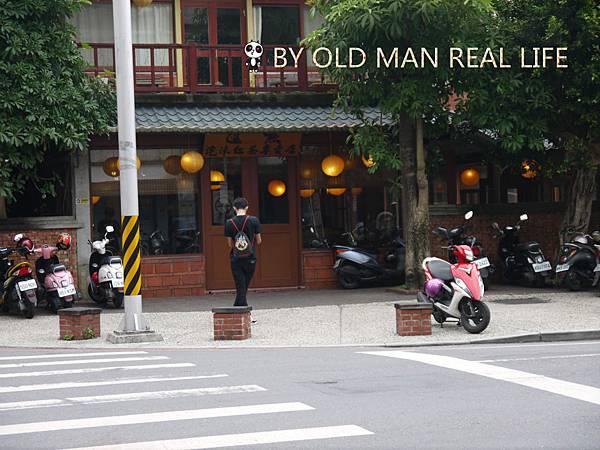 紅茶店門口對街.jpg