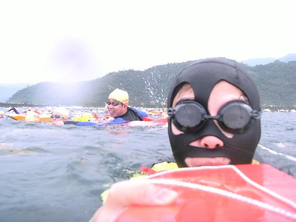 游野外開放水域時我的標準配備~~怕曬傷!