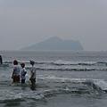 從烏石港岸邊游到龜山島,光是單趟就要九公里了!