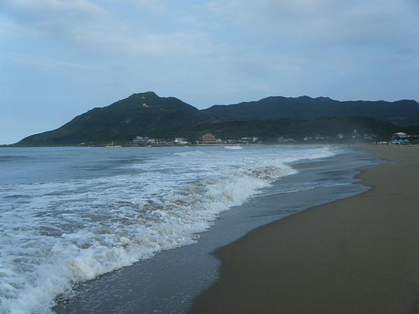 轟轟轟的海浪聲不間斷