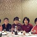 右:開幕第一年的第一個會員,秀英阿姨!在秀英阿姨旁的是惠貞姐姐~