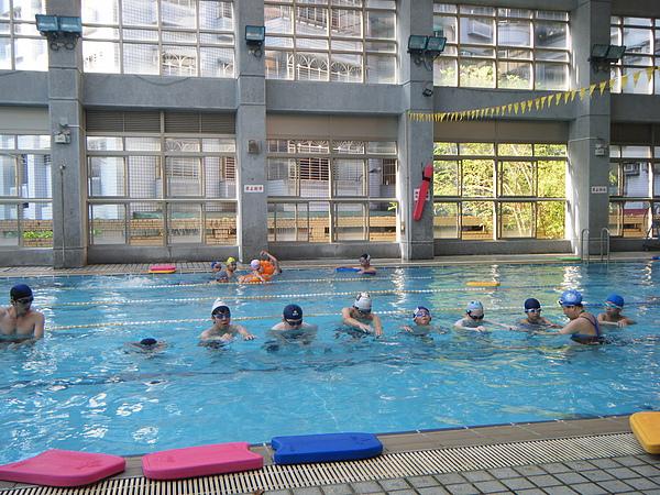 大家一起練習飄浮!