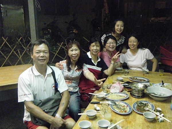 由左至右:楊教練、許教練、莊教練、陳教練、小楊教練、廖教練