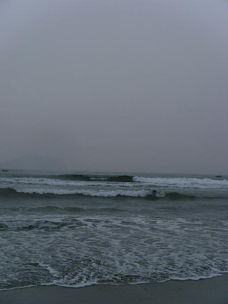 那天衝浪的人真的很多,可見浪不是普通的小~~