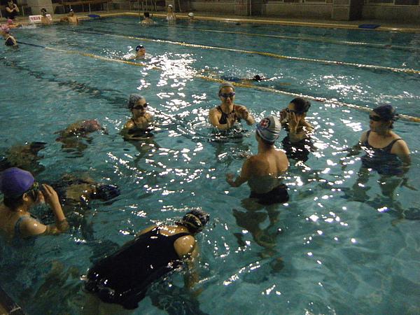 暑假期間一個教練平均帶10至12人,基本上是10人為主。