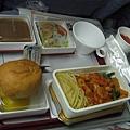 機上餐XX麵...還可以吃啦(1)