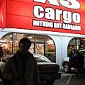 第一個晚餐旁的商店,但好像是賣車子用品