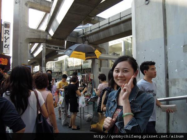 曼谷市區了,頭頂上是捷運