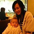 媽咪和彤彤的下午茶合照