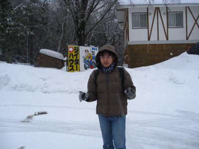 到了第一個地點風雪超大的,大到我忘了是叫啥名字了~好像是支笏湖吧~