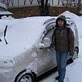 被白雪覆蓋的小車
