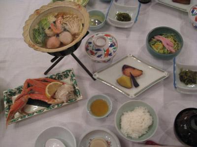 第二天的晚餐-宴會料理,還不錯吃啦,不過因為不通風好熱呀~