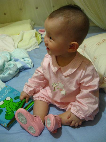 爸比我穿上粉紅鞋鞋了啦