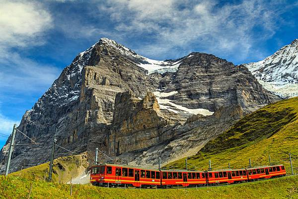 shutterstock_train coming down from the Jungfraujoch station(top of Europe) in Kleine Scheidegg,Bernese Oberland,Switzerland,Europe.jpg