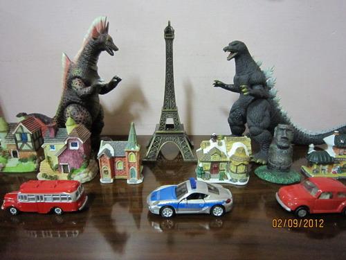 巴黎鐵塔怪獸場景1-海龍vs哥吉拉