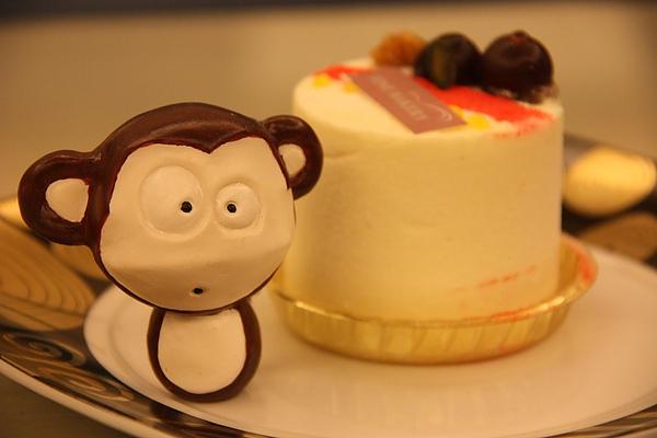 週末日猴子自己過生日公仔版.JPG