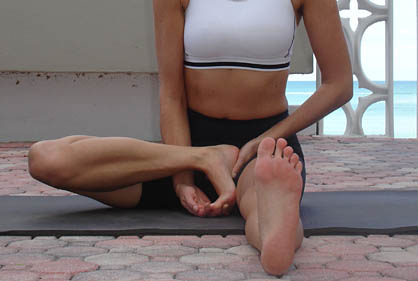 janu sirsasana c close up foot