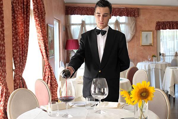 酒類服務生
