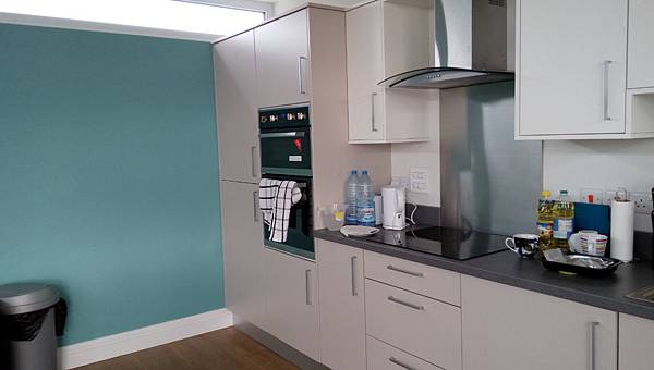kings_London_new_apartment_kitchen_1.jpg