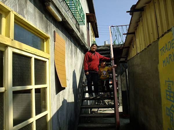 側邊 樓梯