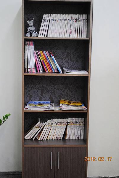 雜誌及書籍櫃.JPG