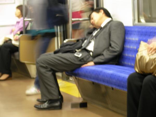 睡很熟...