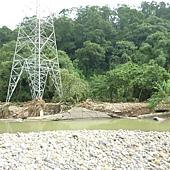 20120613電塔旁沖潰的河堤3