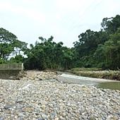 20120613電塔旁沖潰的河堤4