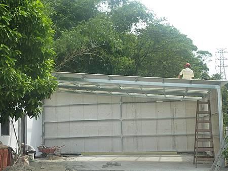 20101007蓋車庫小屋 (5)