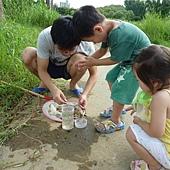 20120722抓大肚魚 (17)