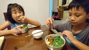 一三年級大口吃飯2