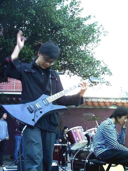 吉他手 ~ 默 月 ~ *