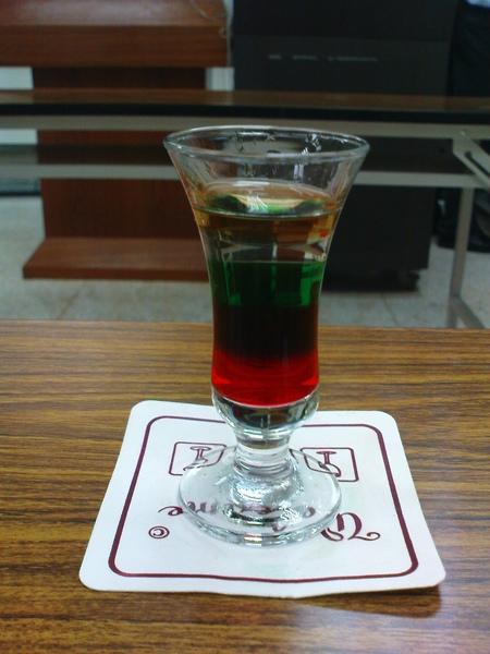 普施咖啡-Pousse Cafe 也就是俗稱的彩虹酒~他有五層喔!