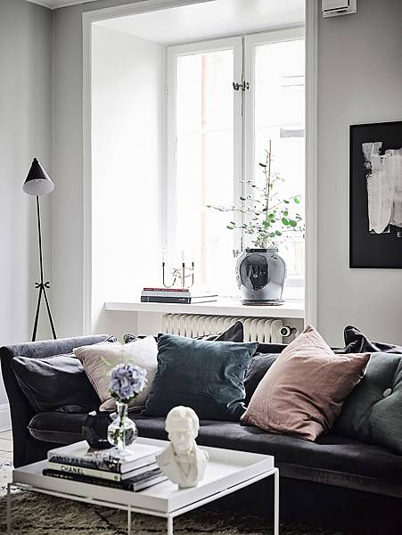 StyleMinimalism_Home_Inspiration_Decorating_With_Velvet_002.jpg