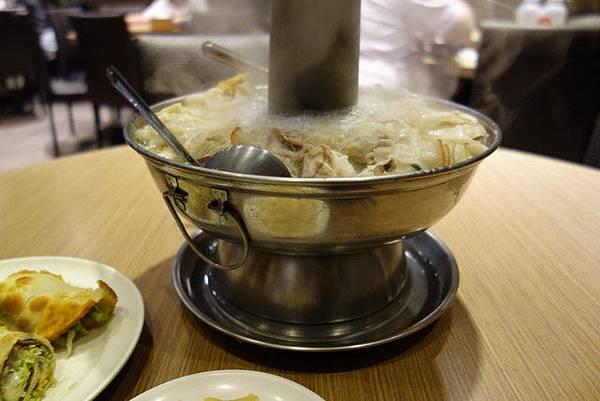 高雄左營劉家酸白菜火鍋