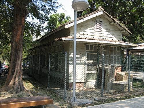 橋頭捷運站口舊理髮廳
