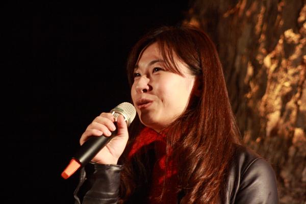 20100206 主持人秀芷.JPG