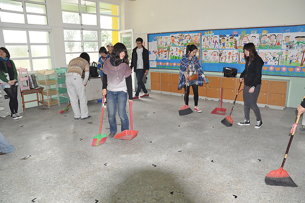 教室掃地.JPG