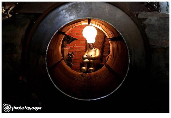 燈泡機器人