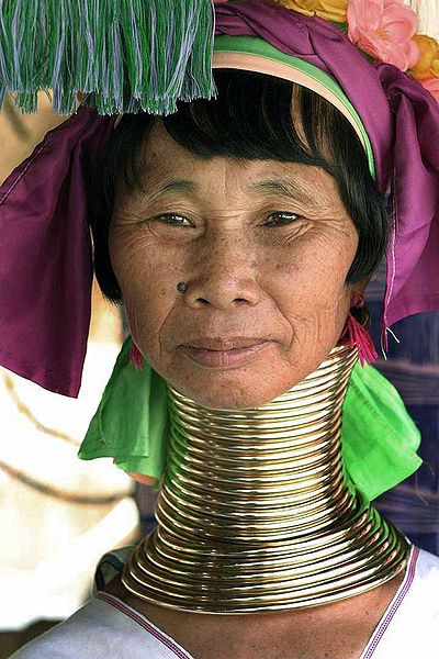 400px-Kayan_woman_with_neck_rings