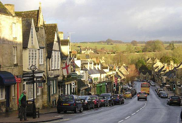 Winter_Sunshine_,_Burford_High_Street_-_geograph.org.uk_-_1659535