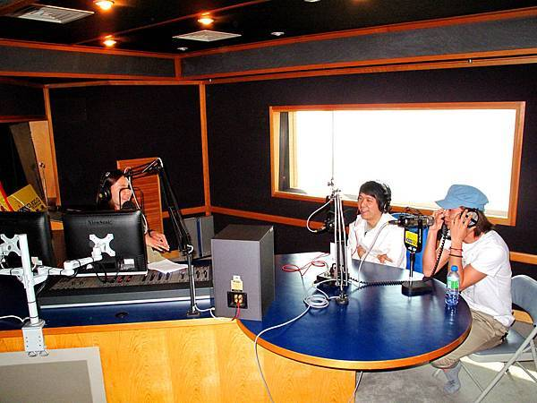 走出五月 Kiss電台宣傳1.JPG